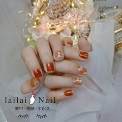 橙色方圆形花朵美甲图片