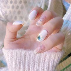 白色裸色方圆形跳色花朵简约很漂亮美甲图片