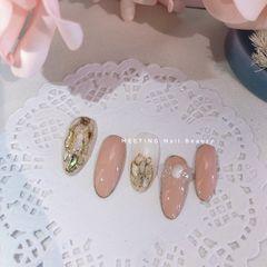 裸色贝壳片魔镜粉美甲图片