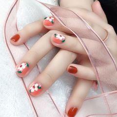 简约短指甲花朵秋天的季节来点小花花美甲图片