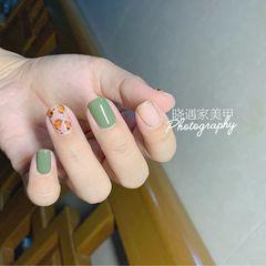 绿色方圆形魔镜粉豹纹美甲图片
