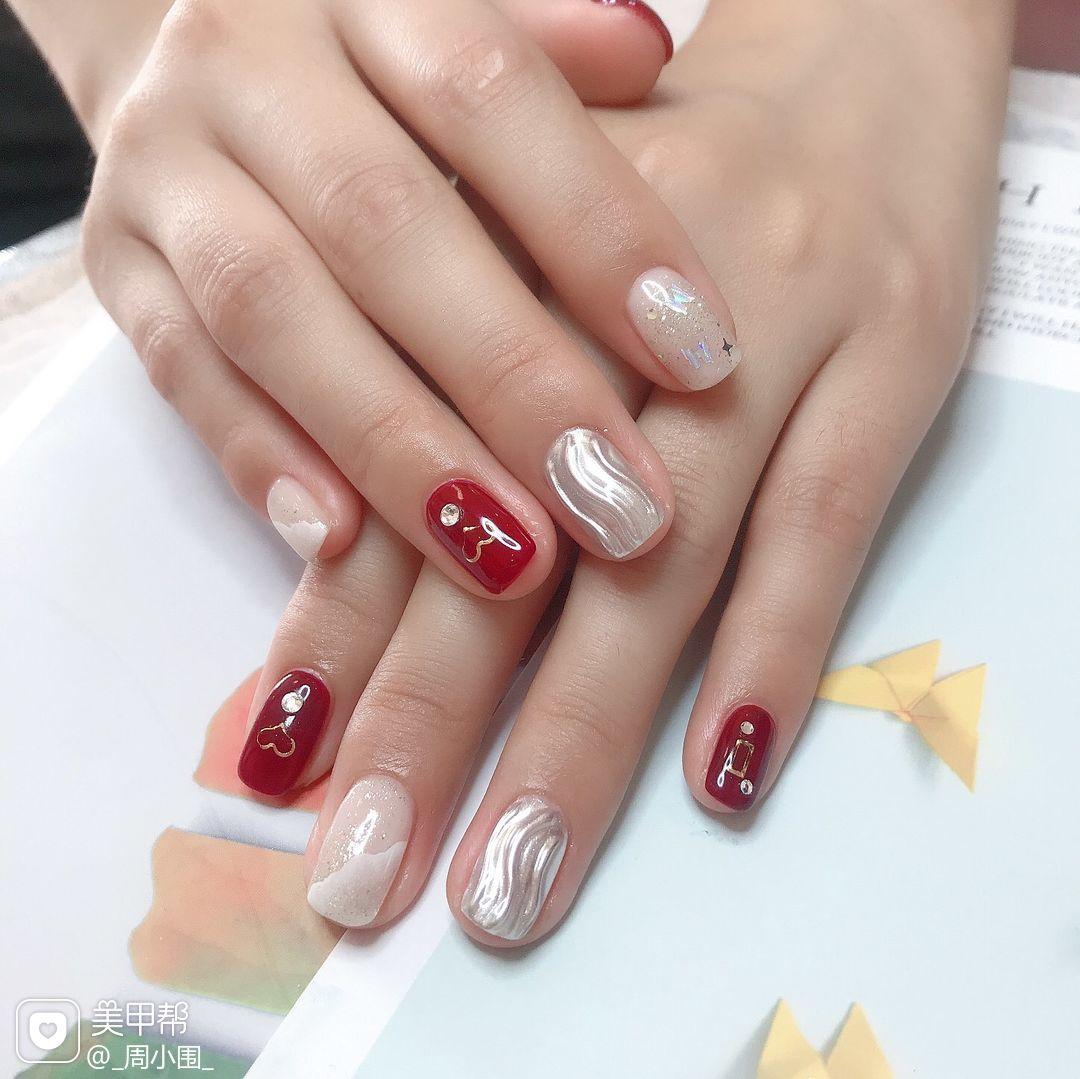 红色方圆形短指甲新娘心形水波纹魔镜粉美甲图片