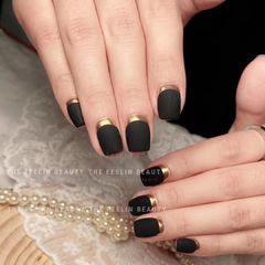 方形短指甲磨砂日式黑色魔镜粉美甲图片