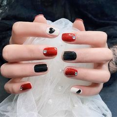 红色简约黑色显白钻美甲图片