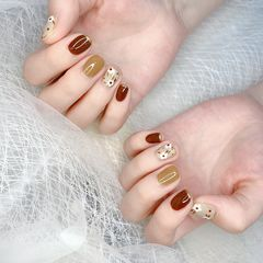 黄色酒红色方圆形短指甲简约手绘美甲图片