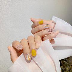 黄色方圆形格纹短指甲跳色简约秋天的温暖黄 美甲图片