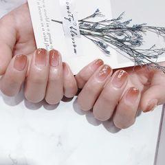 方圆形短指甲新娘上班族晕染金箔简约贝壳片渐变美甲图片