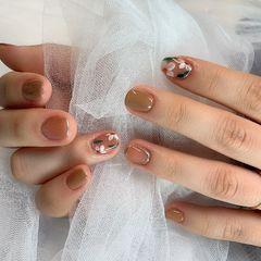 裸色方圆形上班族花朵秋天奶茶色美甲图片