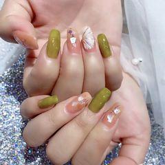 黄色绿色夏天贝壳片上班族短指甲跳色金箔花朵美甲图片