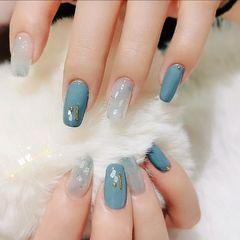 蓝色方形晕染贝壳片金箔美甲图片