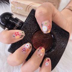 方圆形夏天花朵美甲图片