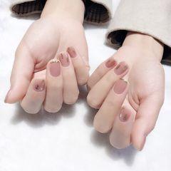 裸色方圆形短指甲上班族金箔简约新娘美甲图片