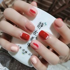 红色裸色方圆形短指甲简约晕染珍珠又是一个爆款来袭💅💅💅美甲图片