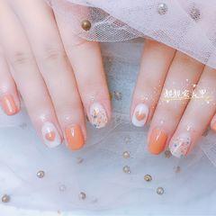 橙色圆形贝壳片简约上班族金箔晕染短指甲美甲图片