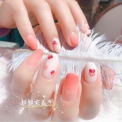 红色方圆形渐变简约新娘短指甲夏天花朵上班族美甲图片