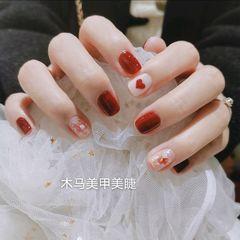 红色方形贝壳片美甲图片