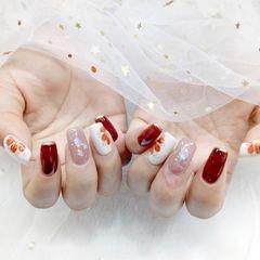 红色花朵白色美甲图片