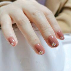圆形#豆沙色#小花花#温柔的美甲图片