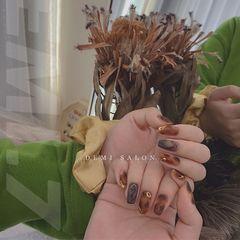 棕色韩式金属贴边美甲图片