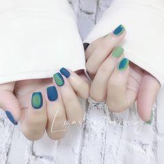短指甲磨砂蓝色绿色美甲图片