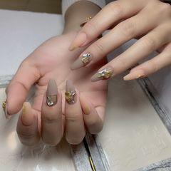 异形新娘秋冬裸色美甲图片
