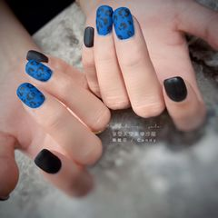 蓝色方圆形磨砂简约美甲图片