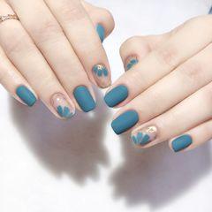 蓝色方圆形短指甲简约花朵跳色磨砂金箔美甲图片