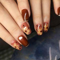 花朵棕色焦糖色美甲图片