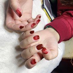 酒红色方形晕染简约短指甲上班族渐变美甲图片