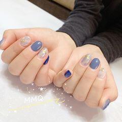 蓝色圆形短指甲简约金箔贝壳片美甲图片