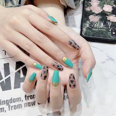 绿色方形磨砂豹纹美甲图片
