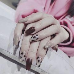 酒红色裸色方形豹纹美甲图片