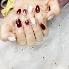 酒红色圆形金箔新娘美甲图片