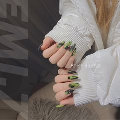 绿色黑色磨砂美甲图片