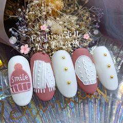 白色粉色圆形秋冬美甲图片