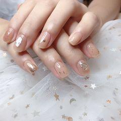 裸色方圆形短指甲夏天贝壳片简约金箔美甲图片