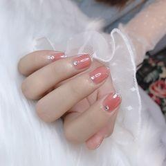 粉色裸色美甲图片