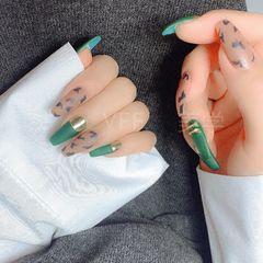 绿色方圆形磨砂跳色简约魔镜粉豹纹美甲图片