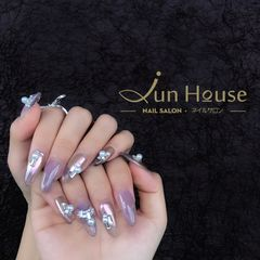 银色裸色圆形新娘魔镜粉,方形小钻,珍珠美甲图片