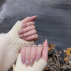 圆形新娘花朵贝壳片珍珠美甲图片