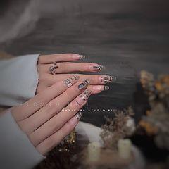 银色异形简约新娘钻美甲图片