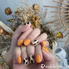 橙色豹纹美甲图片