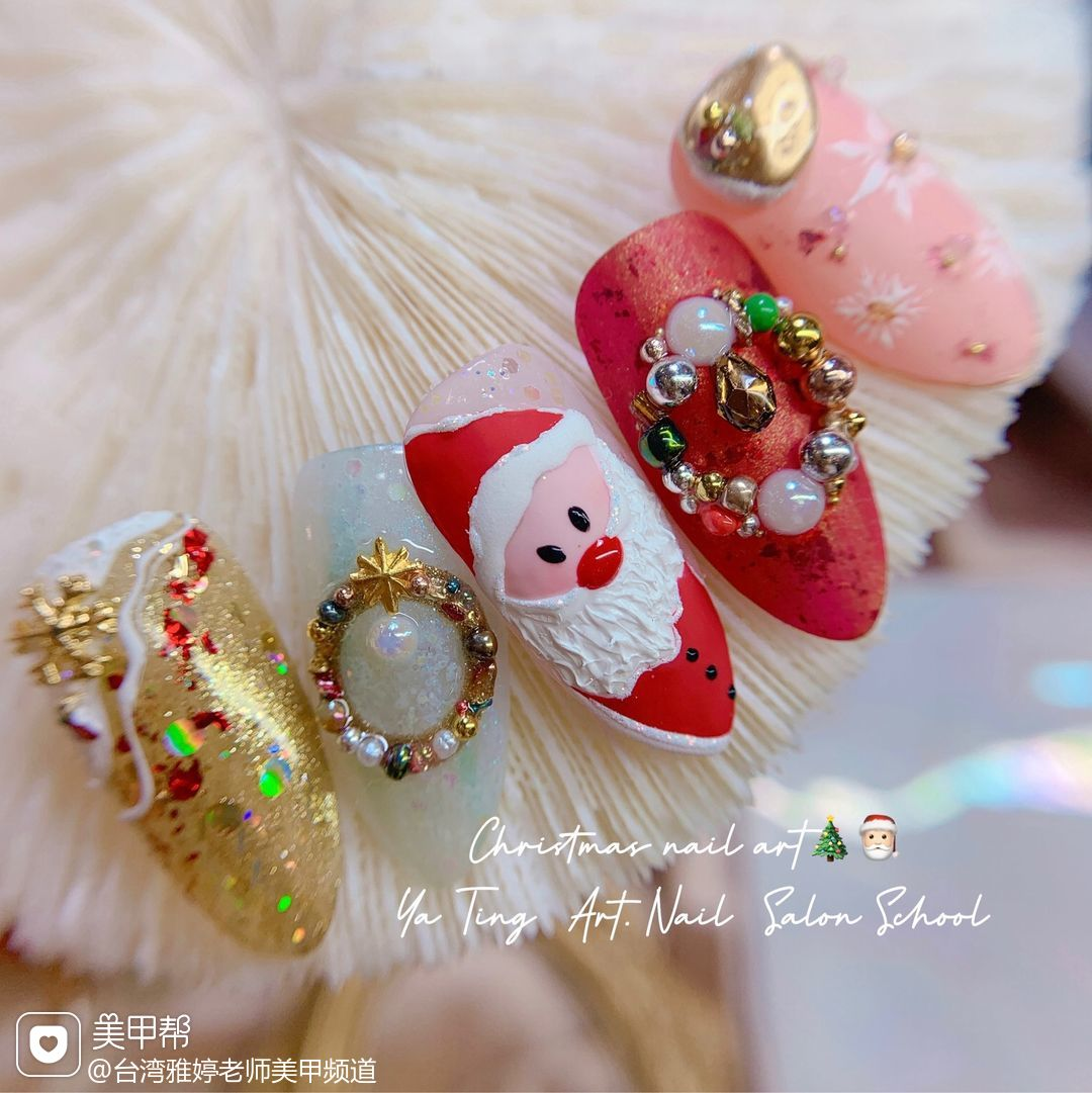 红色绿色酒红色黄色银色橙色尖形磨砂雪花🦌🎅🏻🧣圣诞节来啦!☃️❄️Christmas begins🎄Happy #手绘圣诞元素开启 #圣诞老公公 #花环贴饰 🌷花环教程即将发布🎉美甲图片