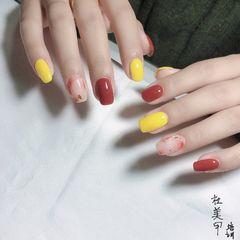 红色黄色方圆形金箔晕染简约跳色美甲图片