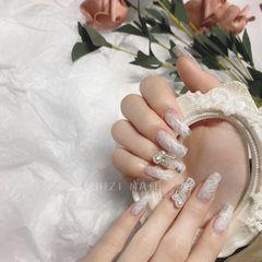 异形新娘白色美甲图片