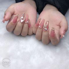 异形新娘磨砂钻珍珠美甲图片