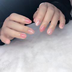 圆形跳色贝壳片金箔短指甲上班族新娘简约美甲图片
