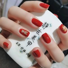 红色方圆形短指甲简约不失可爱的红色😊美甲图片