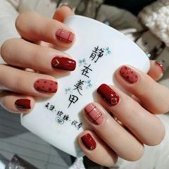 红色方圆形简约短指甲简单快乐😊美甲图片