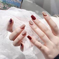酒红色裸色方圆形钻饰美甲图片